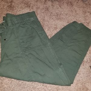 Old Navy Army green linen capris